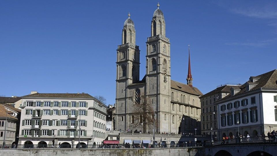 Iglesia de Grossmunster de Zurich turismo religioso