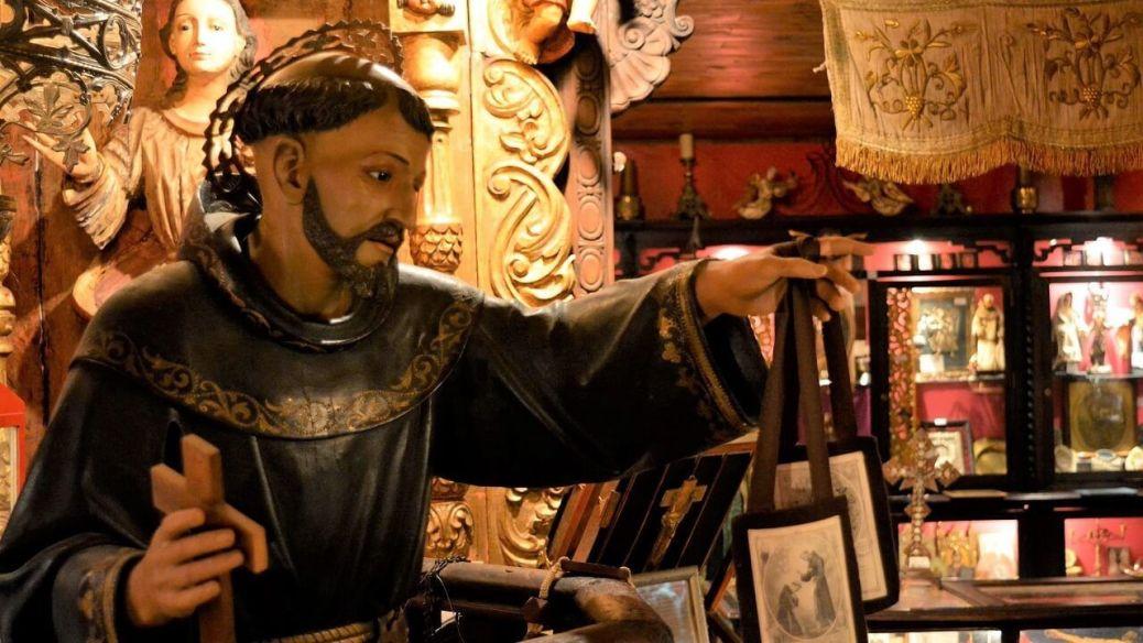 El Museo de Arte Sacro Amalia Sosa Palacio de Carol es uno de los pocos museos religiosos de Argentina. Se encuentra en Capilla del Señor, en la provincia de Buenos Aires.