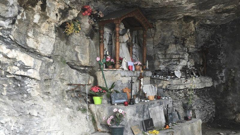 El famoso obispo de Ginebra elijo este lugar apartado para pasar los últimos años de su vida en Saboya