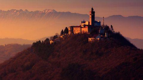 Iglesias y monasterios en Eslovenia: historia de la religión, la arquitectura y el arte en 3000 edificios sacros.