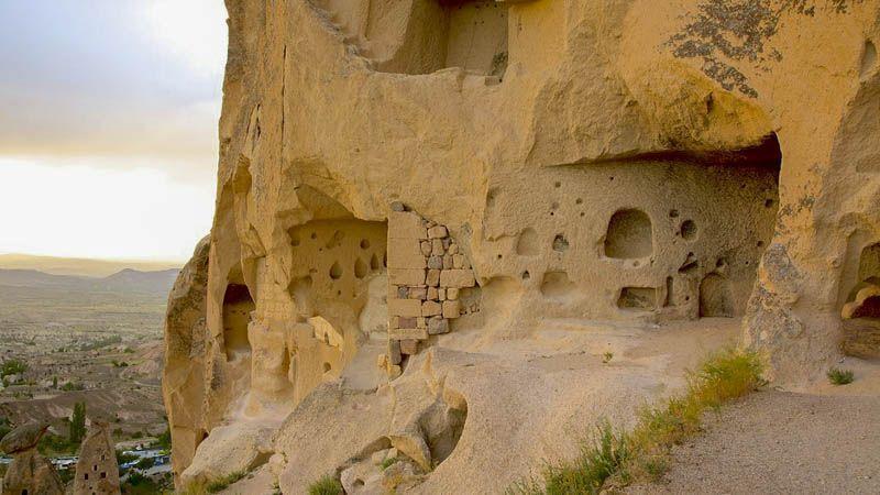 Turismo Religioso en Capadocia castillo sobre roca