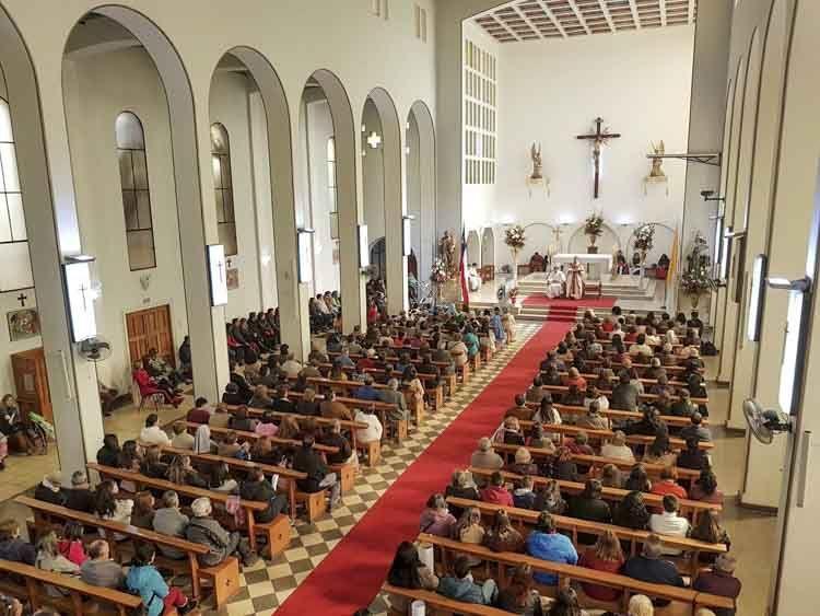 interior de la parroquia santa rosa de los andes