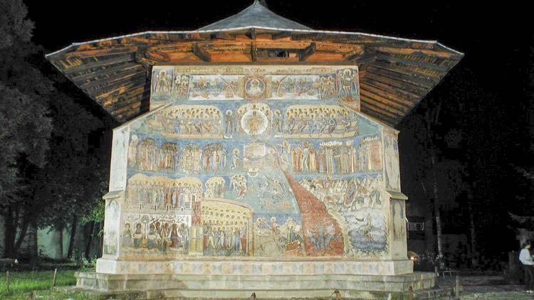 Este componente de los monasterios de Bucovina ofrece una síntesis que refleja tres principales técnicas artísticas.