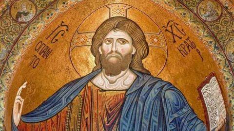 En Sicilia, en la ciudad de Monreale, miles de turistas llegan a descubrir y sorprenderse con su Catedral medieval. La Catedral de Monreale se construyó en la ladera suroeste del Monte Caputo, una posición estratégica cercana a Palermo
