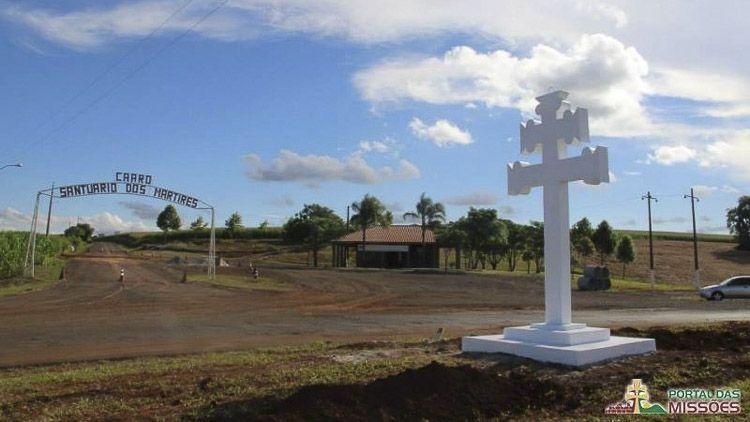 Luego se transitan otros 12 km hasta llegar al Santuario de Caaró, ubicado en la ciudad de Caibaté. Un lugar bendecido por la naturaleza, conocido como Coração das Missões, la revuelta de los guaraníes que culminó en la muerte de tres jesuitas.