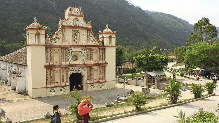Detalles de frontis - Gracias - Crédito: visitcentroamerica.com