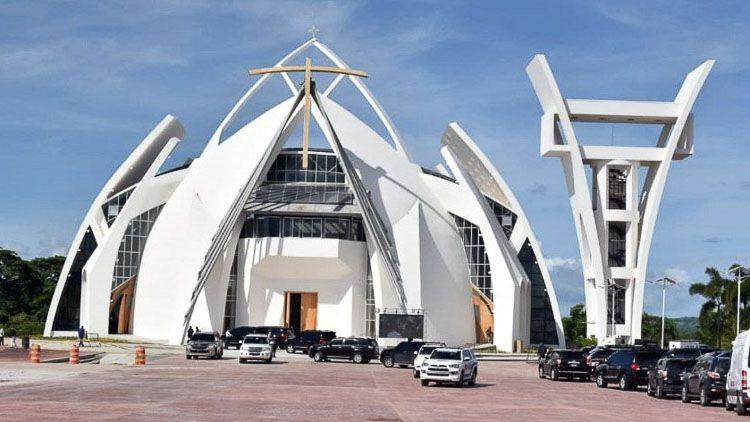 Vista exterior del Santuario Nacional Cristo de los Milagros - Bayaguana