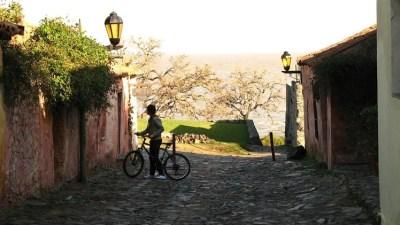 Turistandoin Uruguai Colonia del Sacramento by Lauro Maia calle de los suspiros 400x225 Buenos Aires, Colonia, Montevidéu, Punta e Porto Alegre