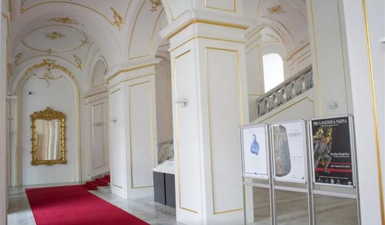 O museu da história eslovaca no castelo de Bratislava