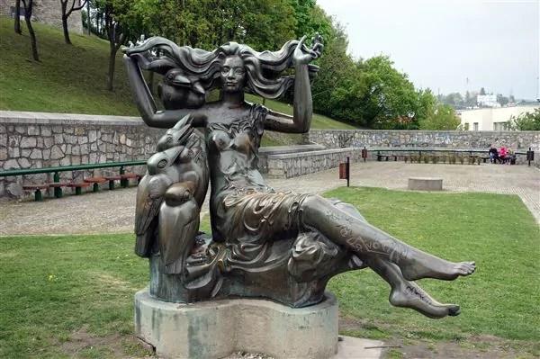 medusa bratislava photo by Mike Steele As estátuas engraçadinhas de Bratislava na Eslováquia