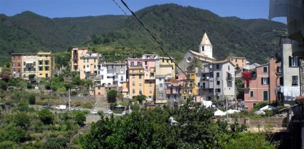 """Cinque Terre 21giu08 3 Corniglia 36 600x294 Top5: 5 destinos para curtir o verão: """"Cinque Terre"""" na Itália"""