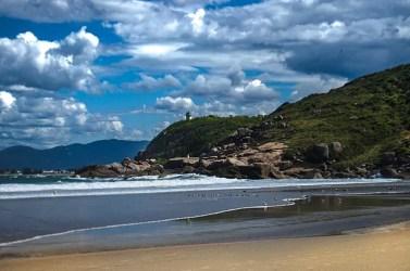 640px Praia de Naufragados SC 377x250 Todas as praias de Florianópolis