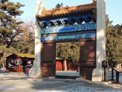 Um portão polêmico das Tumbas