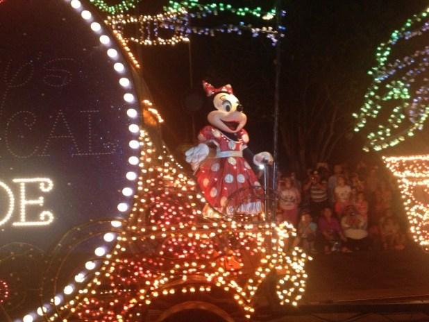 Perdi um click do Mickey mas quando a Minnie passou eu estava com a câmera em mãos rs.