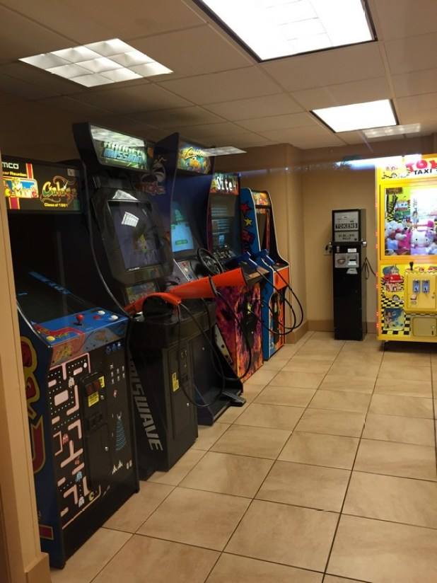 Sala de games para as crianças e pros papais