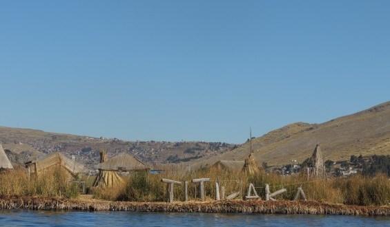 Puno, Logo Titicaca e as Ilhas flutuantes de Uros no Peru