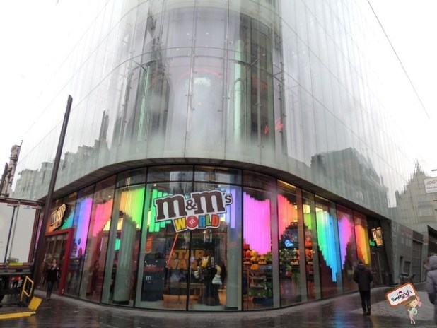 A loja mais cheirosa desse mundo!! Ao colocar os pés na loja da MMs em Leicester Square você se embregará com o cheirinho de chocolate