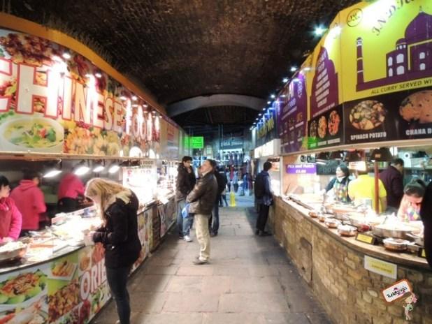 Mercado de comidinhas em Camden Town