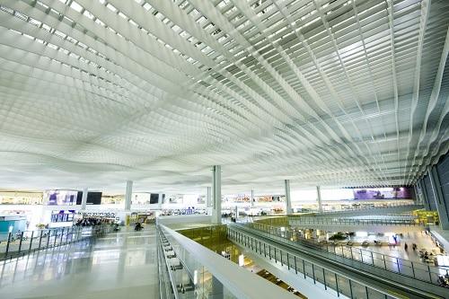 Hall principal del Aeropuerto Internacional de Hong Kong.