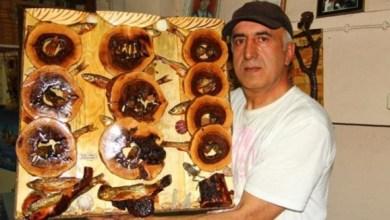 Photo of تركي يصنع لوحات فنية من المخلفات الخشبية والزجاجية يبيعها لصالح جمعيات خيرية