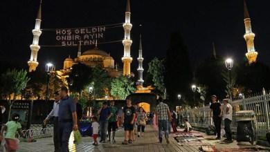 Photo of تركيا.. اللاجئون السوريون يصلون تراويح أول ليلة من رمضان