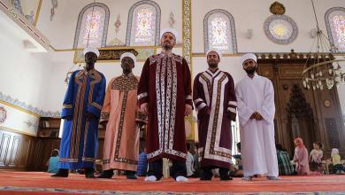 Photo of 6 أئمة من جنسيات مختلفة يؤمون صلاة التراويح في مسجد تركي