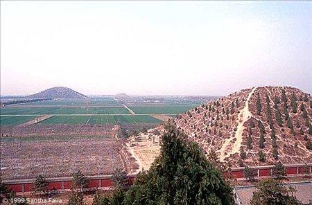 gcube-milliyet-com_-tr-detail-2014-03-25-cinde-saklanan-turk-piramitleri-cin-piramit-turk-piramitleri-1422144-jpg