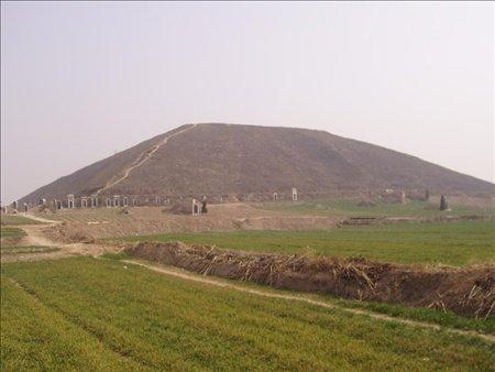 gcube-milliyet-com_-tr-detail-2014-03-25-cinde-saklanan-turk-piramitleri-cin-piramit-turk-piramitleri-1422145-jpg