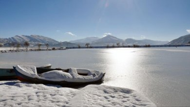 Photo of بالصور … تجمّد رابع أكبر بحيرة في تركيا بسبب البرد القارس