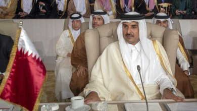 Photo of أمير قطر يغادر القمة العربية في تونس دون إلقاء كلمة بعد الافتتاح