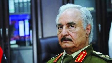 Photo of كاتب تركي: حفتر هدد بالانتحار بعد زيادة الضغوط عليه