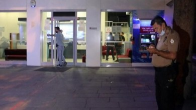 Photo of بنك في أنقرة يتعرض لعملية سطو سريعة استغرقت من اللصوص دقيقة واحدة فقط !