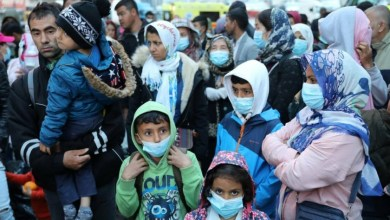 "Photo of اليونان تسمح أخيراً للاجئين بمغادرة ""مخيم الجحيم"".. السلطات تركتهم لمصيرهم وباتوا مشردين بالطرقات"