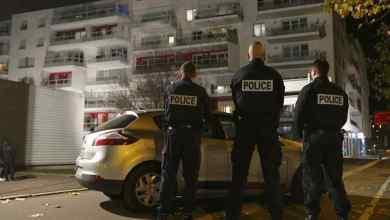 Photo of شاهد || بسبب الرسوم المسيئة .. الشرطة الفرنسية تداهم منازل 3 تلاميذ أتراك و جزائري و أنقرة تدين