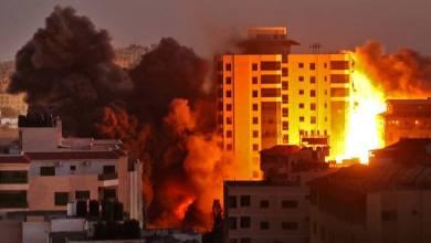 Photo of إسرائيل تنسف برجاً سكنياً في غزة والمقاومة ترد بقصف تل أبيب