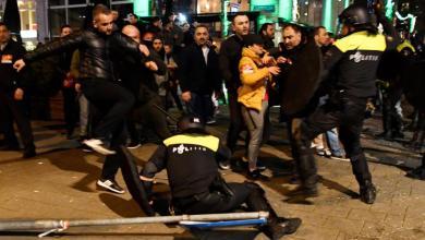 Photo of العنصرية نفسها.. صحيفة: ما حدث مع السوريين بأنقرة عاشه أتراك في هولندا قبل 50 عاما