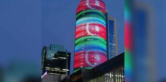 Nur-Sultan şəhərində Kazmedia binasında Azərbaycanın dövlət bayrağı