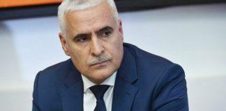 Yeni Azərbaycan Partiyası Siyasi Şurasının üzvü, «İki sahil» qəzetinin baş redaktoru, siyasi elmlər doktoru Vüqar Rəhimzadə