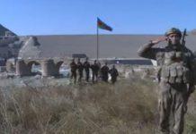 Xudafərin körpüsü üzərində Azərbaycan bayrağı