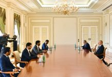 Azərbaycan Respublikasının Prezidenti İlham Əliyev və Birləşmiş Ərəb Əmirliklərinin (BƏƏ) iqtisadiyyat naziri Abdulla Bin Touq Al Marri