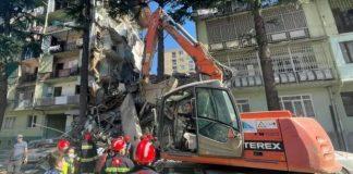 Batumidə yaşayış binasının çökməsi