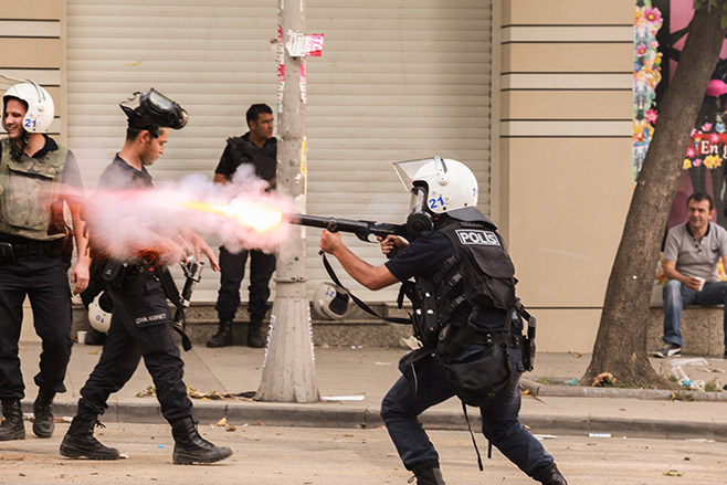 Police lock down city center with extensive use of tear gas - Istanbul