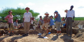 The group at the excavated site of Kokiselei 6.