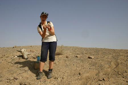 Anna finds a Holocene bone harpoon.