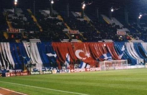 Deportivo sahasındaki Türk bayrağı