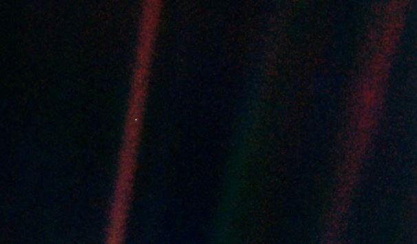 Voyager 1'in 1990 yılında 6.4 milyar kliometre uzaktan çektiği Dünya fotoğrafı.