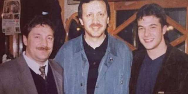 Diyanet İşleri Başkanlığı görevine atanan, Yalova Üniversitesi Rektörü Prof. Dr. Ali Erbaş ile Cumhurbaşkanı Erdoğan'ın 21 yıl önce çekilmiş bir fotoğrafı