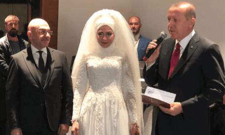 Recep Tayyip Erdoğan Ozan Ceyhun'un nikah şahidi.
