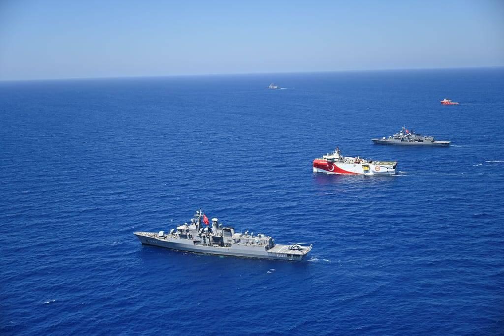 صورة للقوات البحرية التركية لحماية أوروتش رئيس