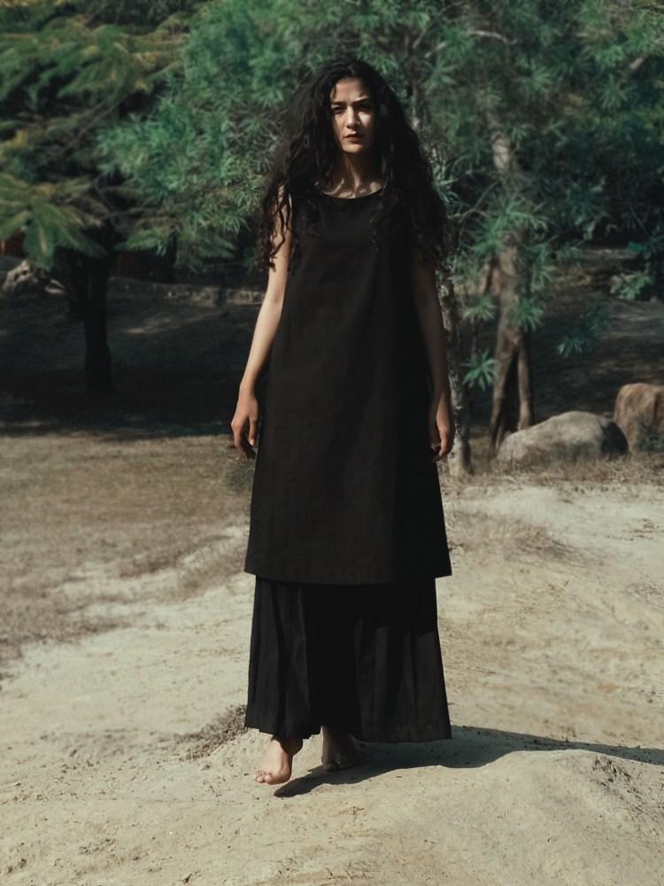 Black Sleeveless Pocketed Dress